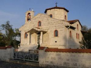 A faluba beérve a templom fogadja az érkezőt