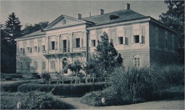 A Győri-Hunyadi család kastélyának frontoldala, egykor