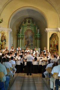 A katolikus templom koncerteknek, színielőadásoknak is helyet ad