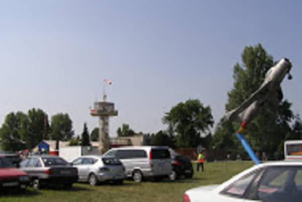 Baracs-Kisapostag repülőtér