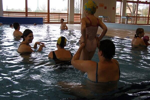 Az iváncsai kistérségi tanuszodában nemcsak úszni lehet, wellness program, babaúszás, vízitorna is várja az érdeklődőket