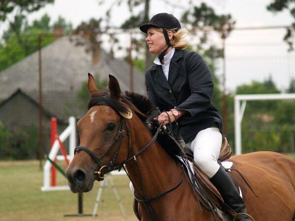 Tehetséges ifjú lovasai vannak a perkátai lovardának