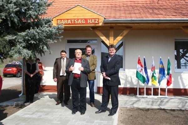 Barátság Ház ünnepélyes átadója Daruszentmiklóson